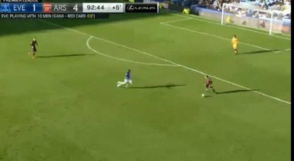 Everton 2-5 Arsenal: Bảy bàn thắng, một thẻ đỏ