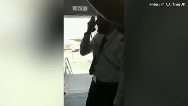 Hành khách vỡ òa vì thông báo bất ngờ của phi công - ảnh 1