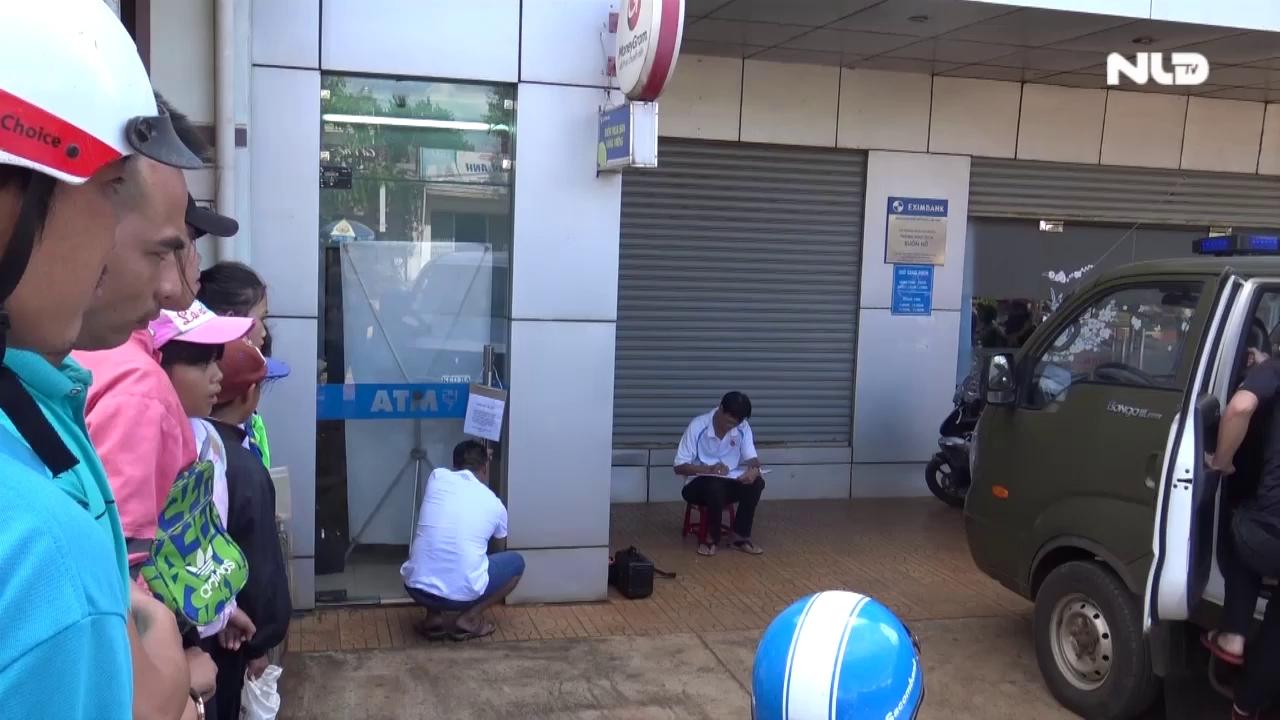 Táo tợn cạy phá trụ ATM bất chấp came ra an ninh