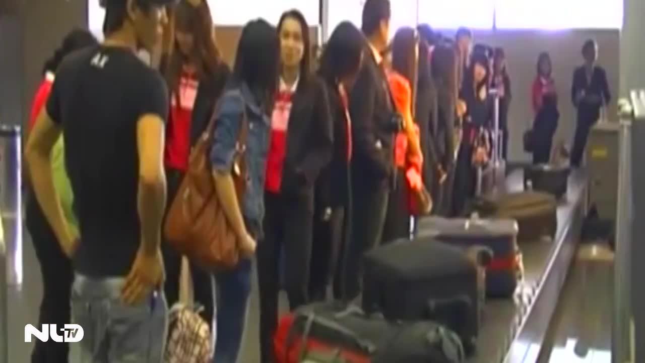 Bắt hai nhân viên sân bay ăn cắp điện thoại hành khách