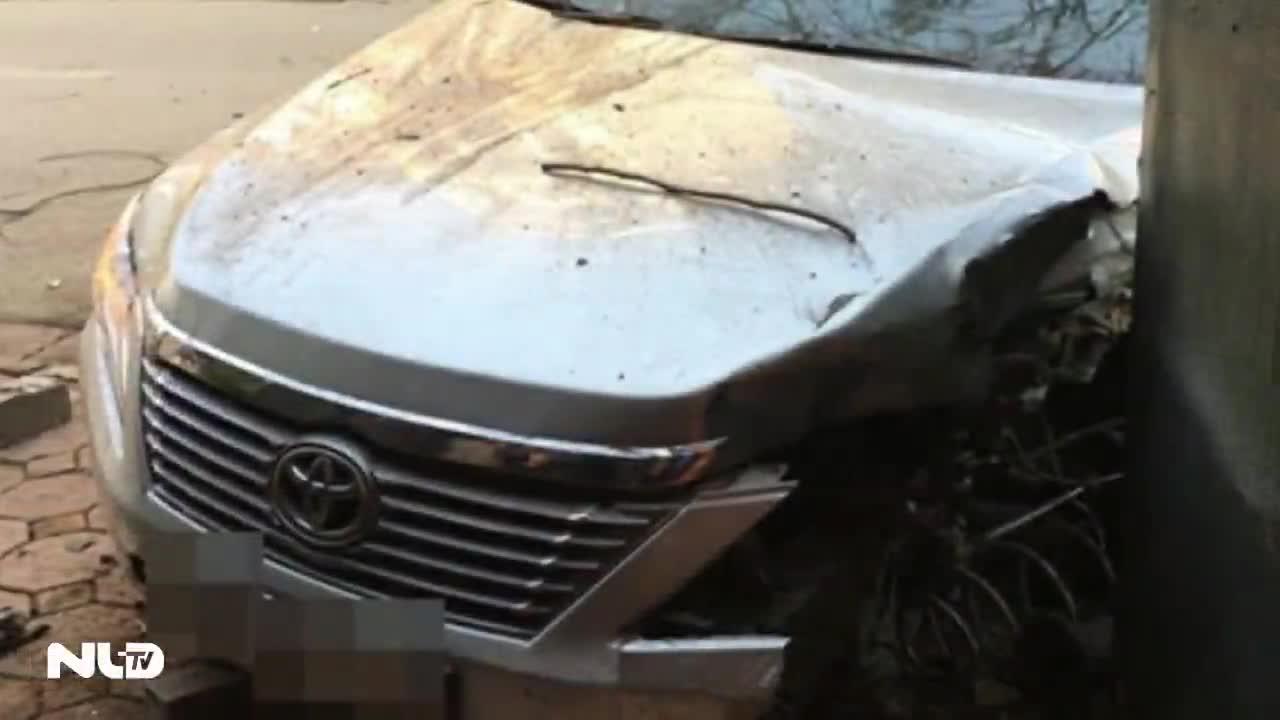 Ô tô mất lái tông nhiều xe máy, 2 người tử vong