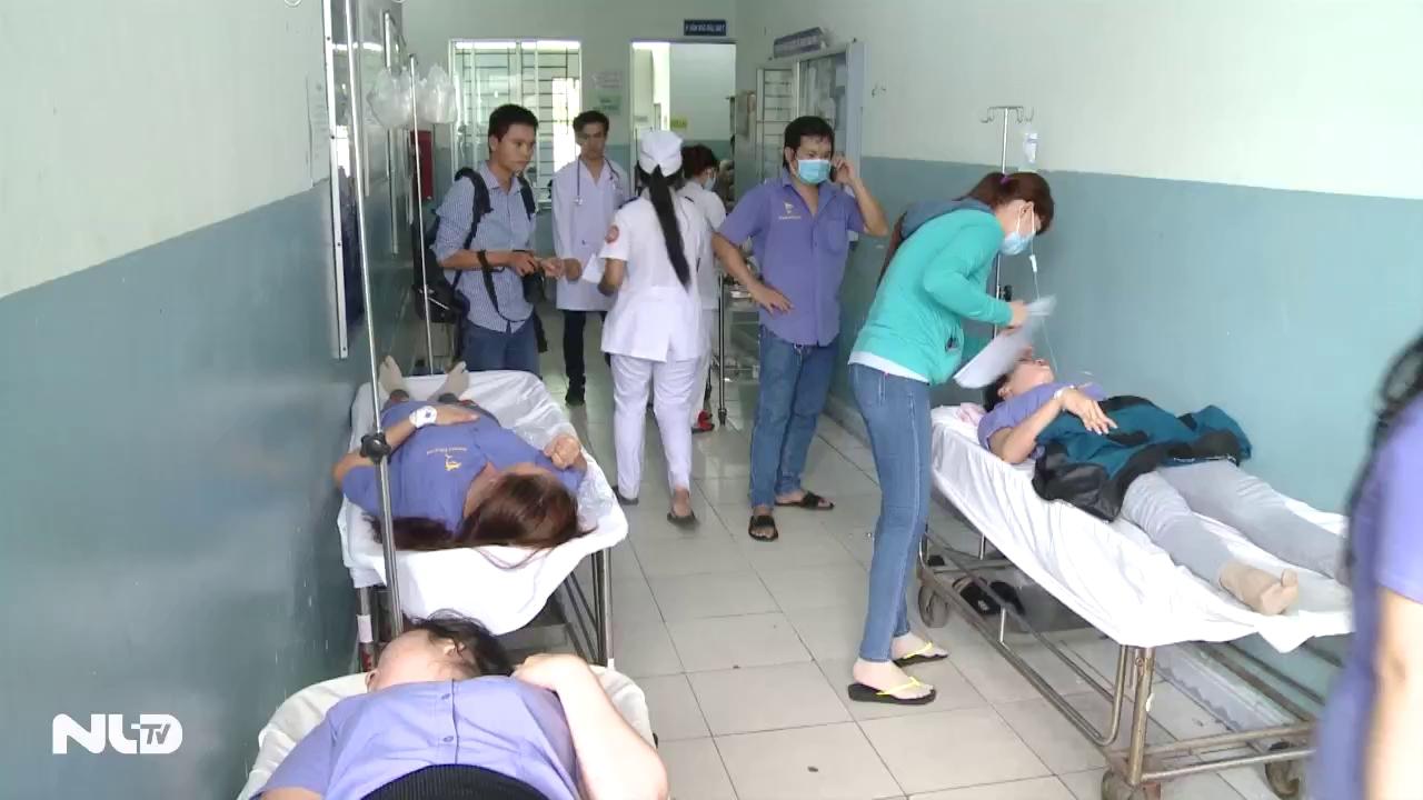 Điều tra nguyên nhân hàng chục công nhân nhập viện vì ngộ độc