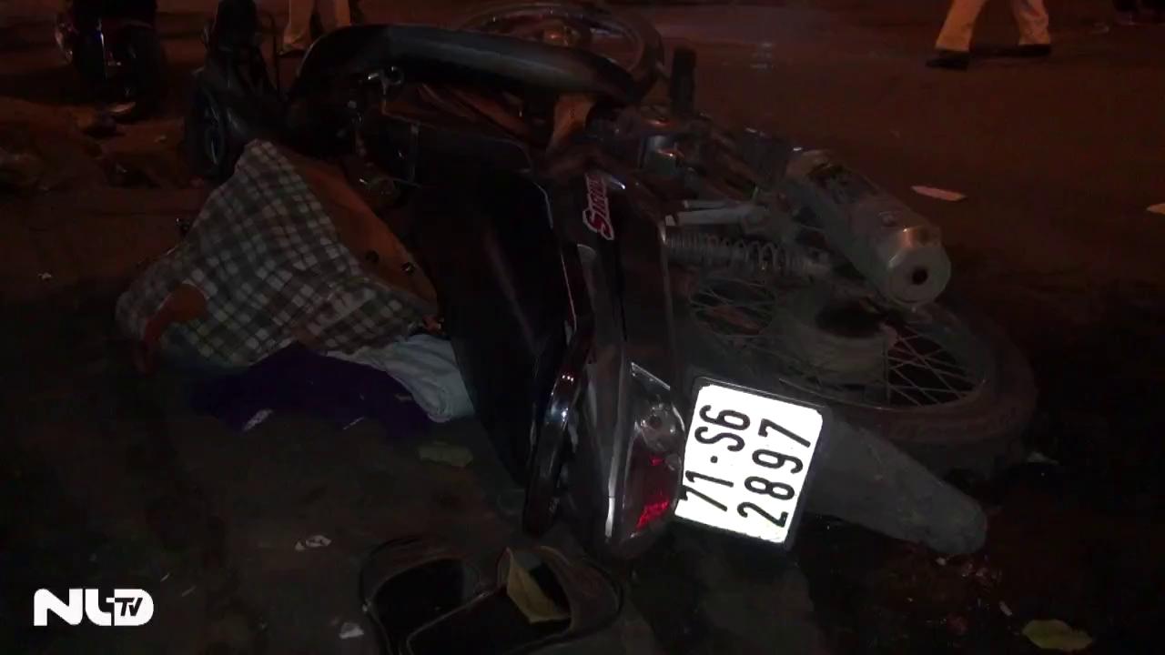Xe máy đối đầu trên đường, 2 người thương vong