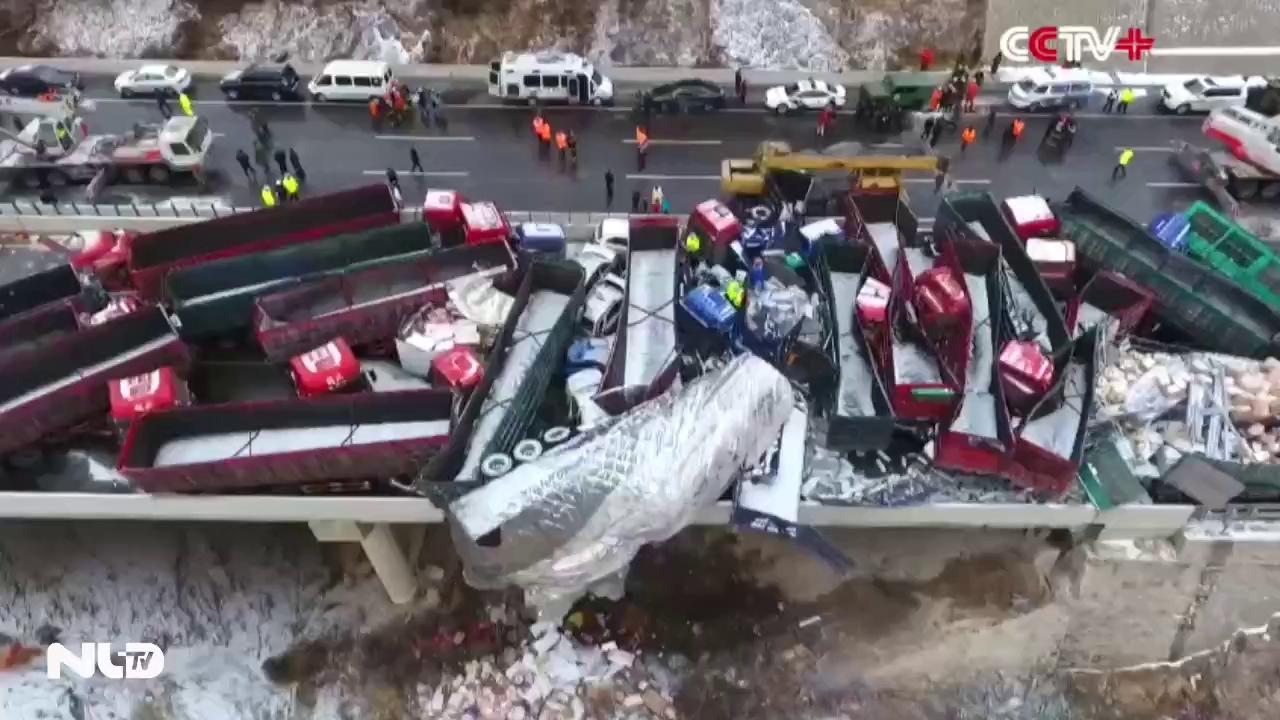 Hàng chục xe đâm liên hoàn, hơn 50 người thương vong