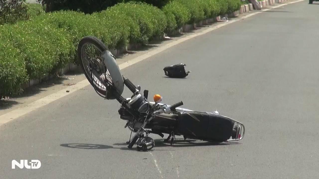 Ô tô tông xe máy văng xa 100m