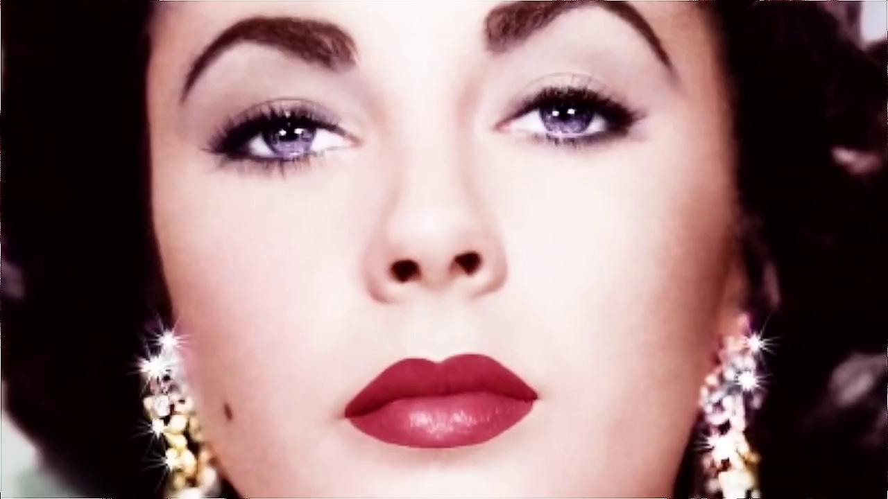 Vẻ đẹp hút hồn từ đôi mắt xanh tím và nhan sắc kiêu sa của Elizabeth Taylor