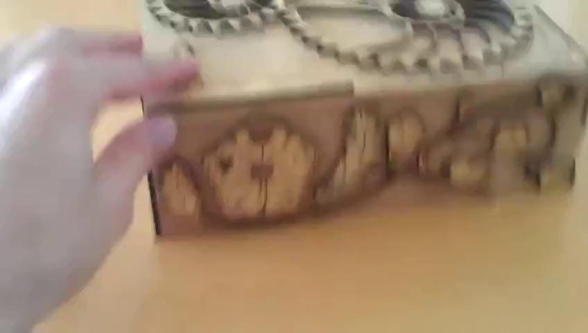 Một chiếc hộp gỗ bí mật điển hình