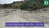 Cảnh nạn khai thác cát trái phép dọc chân đập Ia Băng