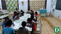 """Lớp học tối luôn """"sáng đèn"""" để dạy các học sinh nghèo vùng cao"""