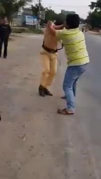 Thanh niên đánh cảnh sát giao thông đang làm nhiệm vụ ở Quốc lộ 19