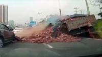 Gặp họa vì lái xe bất cẩn