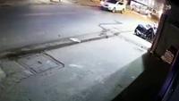Tai nạn thương tâm khi vượt xe công-ten-nơ
