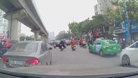 Tình huống giao thông đầy tranh cãi: Ai sai?