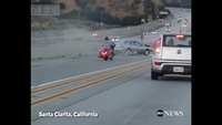 Tai nạn kinh hoàng do ôtô và xe máy kèn cựa nhau