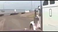 """Xe tải - Đừng để bị """"kì thị"""""""