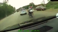 Đâm thẳng đầu xe tải vì vượt xe bất cẩn