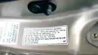 Toyota Vios tại Việt Nam dùng bìa các-tông làm tấm che nắng?