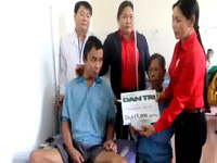 Trao quà nhân ái đến gia đình em Vũ Đoàn Kiên Quang
