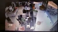 Clip tên cướp xông vào ngân hàng cướp hơn 2 tỉ đồng