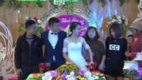 """Xôn xao hình ảnh cô dâu, chú rể cổ đeo """"trĩu"""" vàng trong đám cưới ở Thanh Hóa"""