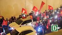 Cổ động viên đổ ra đường ăn mừng chiến thắng của U23 Việt Nam