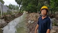 Con mương thoát nước thải bê tông gây ô nhiễm
