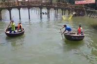 Hoạt động du lịch gây ồn ào trong khu rừng dừa