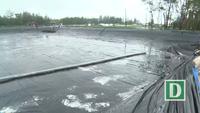 Người dân khóc nức nở khi hồ tôm bị nước lũ cuốn trôi