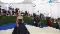 Candice Swanepoel khoe dáng siêu mẫu tại Met Gala 2017