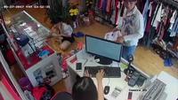 Trộm iPhone chớp nhoáng tại shop bán quần áo