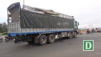 Phú Yên: Xe máy bị cuốn vào gầm xe tải 2 người thương vong