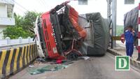 Phú Yên: Xe tải lao vào trạm thu phí, tài xế trọng thương