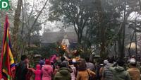 """Hàng vạn du khách hành hương về huyệt đạo thiêng dự lễ """"mở cổng trời"""""""