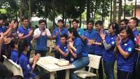 Clip Hà Thu xúc động khi được sinh viên tình nguyện tổ chức sinh nhật bất ngờ.