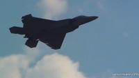 """Xem màn nhào lộn ngoạn mục của """"chim sắt"""" tàng hình F-22 Raptor"""