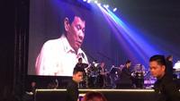 """Tổng thống Duterte """"khoe giọng"""" tại dạ tiệc theo đề nghị từ Tổng thống Trump"""
