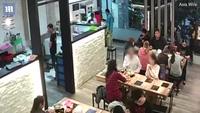 Đài Loan: Bị tạt nước sôi bỏng mặt vì lỡ chạm tóc vào người ngồi cạnh