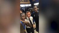 Tổng thống Pháp đến tận phòng thay đồ chúc mừng đội nhà vô địch World Cup