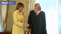 Biểu cảm lạ của bà Trump sau khi bắt tay Tổng thống Putin