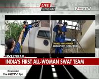 """Đội đặc nhiệm toàn """"bóng hồng"""" bảo vệ Thủ tướng Ấn Độ"""