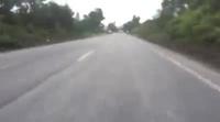 Lực lượng chức năng truy đuổi chiếc xe tải đâm vào xe CSGT rồi bỏ chạy