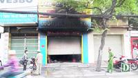 Hiện trường vụ cháy cửa hàng bán túi xách, 3 người bị mắc kẹt bên trong