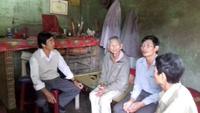 Xót xa cụ ông 102 tuổi nuôi con gái tâm thần