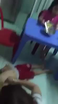 Clip vụ bảo mẫu bóp đầu, tát trẻ dã man tại Đà Nẵng