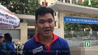 Tình nguyện viên Đà Nẵng phát nước miễn phí đến thí sinh và phụ huynh