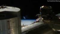UFO 'tàng hình' lướt ngang qua trạm vũ trụ ISS?
