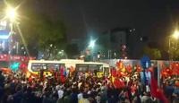 Người dân ùn ùn xuống đường sau niềm vui chiến thắng của U23 Việt Nam