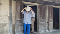 Trao gần 50 triệu đồng đến gia đình anh Lưu gù.