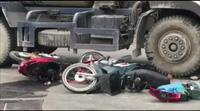Người phụ nữ chết thảm dưới bánh xe bồn.