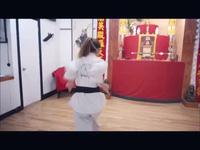 Katleen Phan Võ mạnh mẽ khi luyện võ